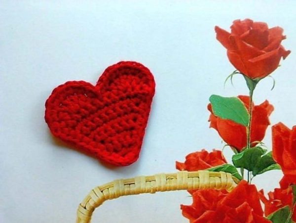 8 Crochet Heart Flowers
