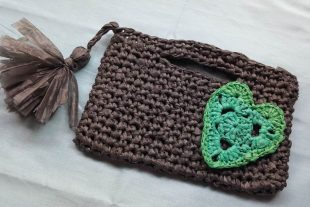 Plarn Heart Clutch