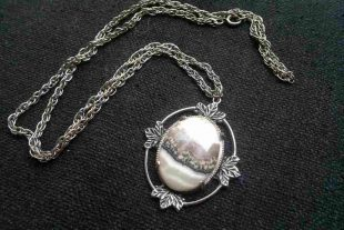 Vintage Agate Pendant Necklace