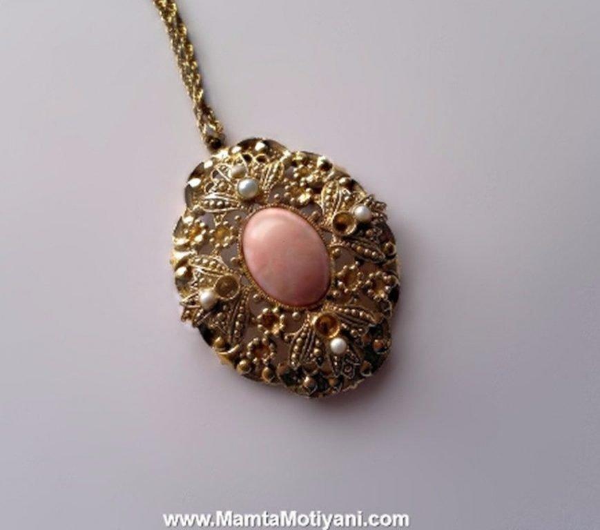 AVON Pendant Necklace Vintage Jewelry